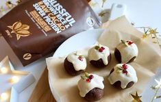 'Christmas Pudding' Vegan Protein Balls - a recipe from that protein – thatprotein Protein Ball, Vegan Protein, Plant Protein, Protein Recipes, Vegan Christmas, Christmas Baking, Christmas Recipes, Vegan Dessert Recipes, Vegan Snacks