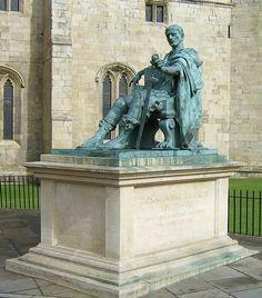 Estátua do Imperador Constantino I, em York.