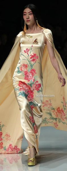 China Fashion Week - Zhang Zhifen - NE Tigre  ✮✮ Please feel free to repin ♥ღ  www.fashionandclothingblog.com