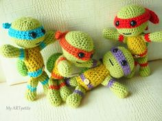 Teenage Mutant Ninja Turtles Disclaimer: The original pattern is written by Atsuko with inputs from Rheatheylia (thanks ladies! I have slightly modified their pattern (changes tracked in red) to incorporate more character de… Crochet Gifts, Cute Crochet, Crochet For Kids, Crochet Food, Easter Crochet, Crochet Beanie, Crochet Motif, Crotchet, Crochet Amigurumi Free Patterns