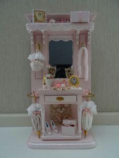 Pink hallstand made by Jolanda Knoop