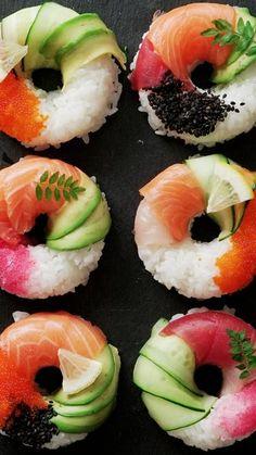 Cucumber Recipes, Sushi Recipes, Salmon Recipes, Cooking Recipes, Sushi Donuts, Sushi Cake, Sweet Sushi, Plats Healthy, Yellow Squash Recipes