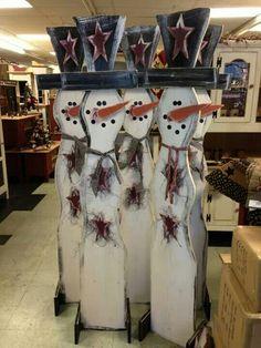 Snowman - Wood - make nice gifts. Christmas Wood Crafts, Primitive Christmas, Christmas Deco, Christmas Snowman, Rustic Christmas, Christmas Projects, Winter Christmas, Holiday Crafts, Christmas Ornaments