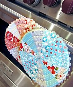 Free Quilt Patterns, Baby Quilt Patterns, Applique Patterns, Quilt Block Patterns, and More at FaveQuilts.com