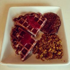 #latergram of this morning's #breakfast: tofu scramble, #lightlife breakfast sausage, and #wholewheat waffles with syrup and #ChiaChiaStrawberryRaz jam by #ItStartedWithAFig.  #vegan #veganfoodporn #veganfood #veganfoodshare #vegansofinstagram #vegansofig #whatveganseat #spreadthejam #thatsmyjam #veganinva