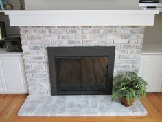 See how to salvage your old fireplace screen with spray paint for an inexpensive update! / HomeStagingBloomingtonIL.Wordpress.com