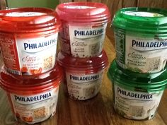 Ein Weichfrischkäse, cremig, sehr lecker, gut aussehende und schönen Packung. Dieser Philadelphia Sortiment ist nicht geeignet für Süße Kuchen. Aber es ist der perfekte Aperitif. Unsere paket inhalt einmal je zwei Packungen der drei Sorten...zum testem Bereit: Philadelphia Cuore Cremoso mit getrocknete Tomaten, Philadelphia Cuore Cremoso mit Bunder Pfeffer und Philadelphia Cuore Cremoso mit Feine Kräuter und Knoblauch