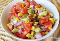 Egy salátát remekül feldob az édeskés, aranysárga kukorica - jól áll hozzá a tejföl, joghurt, majonéz is, de némi olívaolajjal, zöldséggel, hússal is pompás lesz! Fruit Salad, Food, Diet, Cilantro, Yogurt, Red Peppers, Fruit Salads, Eten, Meals