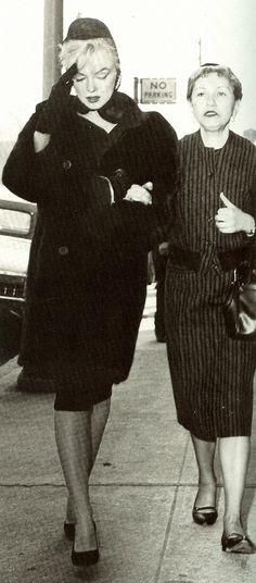 Marilyn_Monroe_May_Reis_March8_1962