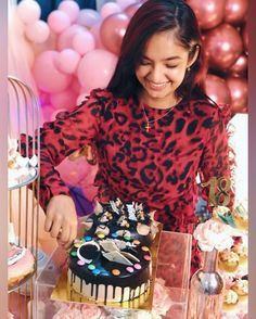18!!! Had the besttttt birthday everrrr🥺💗 Big thanks to my parents, friends and fans for making my day so special and fun 🥳 Birthday Girl Pictures, Happy Birthday Girls, Stylish Photo Pose, Stylish Girls Photos, Birthday Photography, Girl Photography Poses, Creative Photography, Cute Celebrities, Indian Celebrities