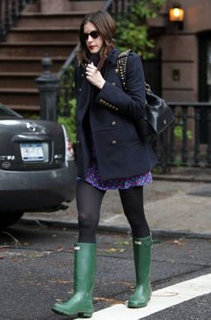Liv Tyler wearing the Hunter Original tall Wellington boot.   http://www.hunter-boot.com/original-tall/dark-olive