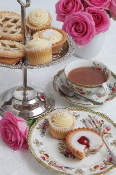 Love this cupcakes, tea cakes, mini cakes, tea sandwiches, vintage tea parties Tea Cakes, Mini Cakes, Tee Sandwiches, Café Chocolate, Vintage Tea Parties, Party Set, Afternoon Tea Parties, Cupcakes, Cuppa Tea
