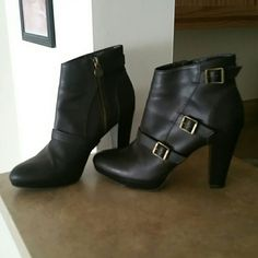 Simply Vera Shoes by Vera Wang Dark brown in color, 7 medium in size.. lightly worn but look good! Simply Vera Vera Wang Shoes Heeled Boots