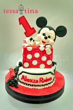 Tortas Minnie y Mickey Mouse Mickey And Minnie Cake, Bolo Minnie, Mickey Cakes, Minnie Mouse Cake, Disney Themed Cakes, 1st Bday Cake, Fondant Cake Designs, Character Cakes, Cake Pictures