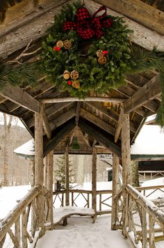 Architectural Digest (Cabin Christmas Photo Only) Christmas Photo, Cabin Christmas, Noel Christmas, Little Christmas, Country Christmas, All Things Christmas, Winter Christmas, Christmas Wreaths, Christmas Decorations