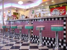Rock-Cola Cafe - Diner - Feel the retro vibes and taste the famous giant grilled tenderloin sandwich at this diner called Rock-Cola Cafe 1950 Diner, Vintage Diner, Retro Diner, Café Retro, Deco Retro, Style Retro, Vintage Style, Diner Aesthetic, Alien Aesthetic