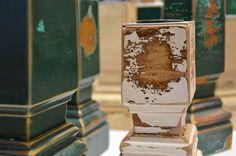 upcycling-Kerzenständer aus den Türstöcken von Wiener Altbauwohnungen