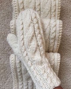 Cable-Me-Not Scarf and Mittens Knitted Mittens Pattern, Knit Mittens, Knitted Gloves, Knitting Socks, Knitting Patterns, Crochet Hooks, Knit Crochet, Big Yarn, Crochet Sunflower
