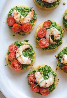 Italian Food ~ Italian Recipes: Italian Polenta Bruschetta with Shrimp and Spinach Pesto Seafood Appetizers, Appetizers For Party, Seafood Recipes, Appetizer Recipes, Cooking Recipes, Healthy Recipes, Healthy Food, Polenta Appetizer, Vegetarian Food