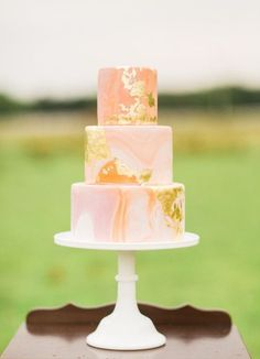 Marbled wedding cakes / http://www.himisspuff.com/marble-wedding-cake-ideas/4/