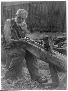 Old-man-using-draw-knife-c1930-photoprint-by-Doris-Ulmann-overalls-elderly