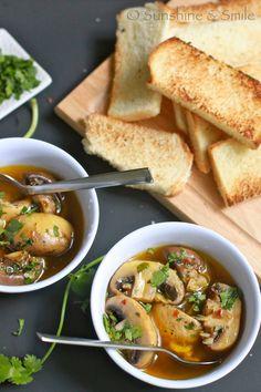 Roasted garlic mushroom recipes to try Roasted Mushrooms, Garlic Mushrooms, Roasted Garlic, Stuffed Mushrooms, Garlic Soup, Soup Recipes, Vegetarian Recipes, Healthy Recipes, Vegan Soups