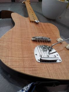 """Quote: """"Found this unnamed but recognised it as a Jaycemade guitar - a guy building guits in australia. Has a FB page though. Acoustic Guitar Cake, Guitar Inlay, Music Guitar, Guitar Amp, Cool Guitar, Unique Guitars, Custom Guitars, Gretsch, Banjo"""