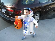 Do you have a Geekling who wants to be for Halloween? Is your Geekling older than a toddler and therefore can't really fit the commercially-available costumes? Homemade Halloween Costumes, Cool Costumes, Halloween Crafts, Halloween Decorations, Halloween Ideas, Costume Ideas, R2d2 Costume, Pikachu Costume, Space Costumes