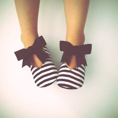 Black and white never go out of style and there's just something about a black and white combo that's so high class! Our Belle shoe is not only classy, but oh so trendy! Made with a black and white striped fabric and embellished with a black grosgrain ribbon bow. You'll love the way these shoes look on your little one!Bitsy Blossom's toddler shoes are all handmade and created with great care and attention to detail. All of our shoes are made with modern and unique textiles. The ...