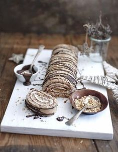 Good Pictures Wintry mulled wine nut biscuit roll Thoughts Christmas sponge roll with mulled wine Simply Yummy recipes Yummy Recipes, Fall Recipes, Wine Recipes, Yummy Food, Christmas Recipes, Vegan Christmas, Cupcake Recipes, Cookie Recipes, Dessert Recipes