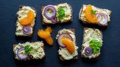 Klasická sýrová pomazánka na chlebíčky s česnekem Sushi, Ethnic Recipes, Food, Retro, Essen, Meals, Retro Illustration, Yemek, Eten