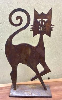 This metal sculpture will add some sassy, rustic flair to the home. Perfect for a cat lover, or a Stuart Kraft fan. #scottsmarketplace
