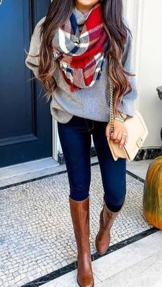20 Gorgeous Fall Scarf To Wear ASAP Chic cozy grey sweater fall outfits street style outfit Stylish simple dark skinny jeans outfit spring fashionable ootd Cool casual wi. Casual Winter Boots, Casual Winter Outfits, Spring Outfits, Trendy Outfits, Spring Skinny Jeans Outfits, Casual Bags, Dress Casual, Cute Outfits For Fall, Outfits With Boots