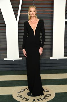 2016 Vanity Fair Oscars party: what they're wearing: Sarah Murdoch Black Evening Dresses, Long Dresses, Ball Dresses, Elegant Dresses, Party Dresses, Beautiful Dresses, Oscar Dresses, Formal Dresses For Weddings, Vanity Fair Oscar Party