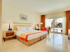 king-bed-room-accommodation-savoy-luxury-5-stars-accommodation-sharm-el-sheikh