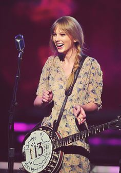 Taylor's banjo/ganjo. I want a guitar like this so badddd!