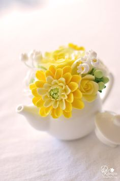 Couture Clay - Mini Teapot with Dahlias, Roses, Ranunculus, Hipericum Berries and Lily of the Valley. All made from Polymer Clay Ceramic Flowers, Clay Flowers, Sugar Flowers, Yellow Flowers, Beautiful Flowers, Teapot Design, Yellow Springs, Bridal Shower Tea, Fondant Flowers