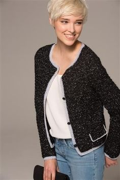 Coco, zwarte feestelijke cardigan | Veritas BE Gilet Crochet, Crochet Jacket, Crochet Cardigan, Diy Crochet, Crochet Shawl, Crochet Top, Crochet Winter, Style Coco Chanel, Shrugs And Boleros