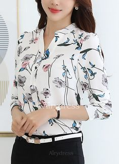 Blusas Poliéster Informal Manga larga Escote en V Floral @ Blusas Poliéster Informal Manga larga Escote en V Floral @ Hijab Fashion, Fashion Dresses, Mode Hijab, Office Outfits, Work Attire, Trendy Dresses, Shirts For Girls, Blouse Designs, Blouses For Women