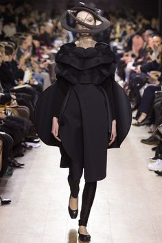 Junya Watanabe Fall 2016 Ready-to-Wear Fashion Show this will change our perception of the human clothes.