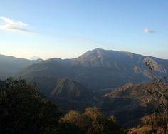"""#Granada - #Capileira - Barranco de Poqueira - 36º 55' 49"""" -3º 21' 52"""" / 36.930278, -3.364444  Foto de Julia Soler (@juliasoler103). Capileira es el pueblo más alto, enclavado en el barranco de Poqueira; los otros dos pueblos que configuran La Taha son Bubión y Pampaneira. Los tres tienen en común el gran espíritu conservacionista de la arquitectura, costumbres y cultura alpujarreña. Están declarados conjunto histórico-artístico."""
