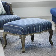 Pentik sininen nojatuoli ja jalkarahi