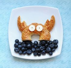 Has a ton of cute food ideas. Its under fun food fridays. cutefoodcrab by kirstenreese, via Flicker Cute Food, Good Food, Yummy Food, Awesome Food, Healthy Meals For Kids, Kids Meals, Healthy Food, Ocean Food, Childrens Meals