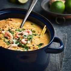 Röd curry, citrongräs, ingefära och kokosmjölk gör den här fiskgrytan till en härlig, krämig och het favorit.