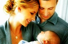Sarah Michelle Gellar and Freddie Prinze Jr. with their first baby, Charlotte. OMG SO PRECIOUS.