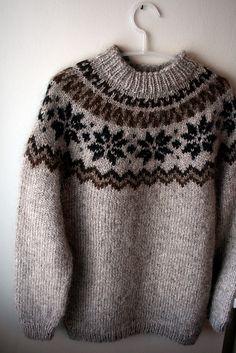 Ravelry: Álafoss pattern by Adapted by Hulda Hákonardóttir Fair Isle Knitting Patterns, Knitting Charts, Knitting Designs, Knit Patterns, Free Knitting, Crochet Patron, Knit Crochet, Pull Jacquard, Icelandic Sweaters