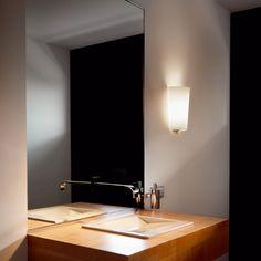Eine unscheinbare Wandleuchte, die ein stimmungsvolles Licht verbreitet.