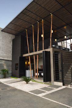 Restaurante Don Shawarma / Natura Futura Arquitectura Architecture Design, Tropical Architecture, Facade Design, Contemporary Architecture, Minimal Architecture, Landscape Architecture, Landscape Design, Restaurant Exterior Design, Restaurant Facade