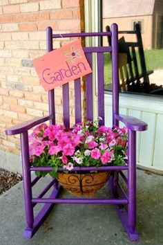 Sillas maceteras para decorar tu jardín http://comoorganizarlacasa.com/sillas-maceteras-decorar-jardin/