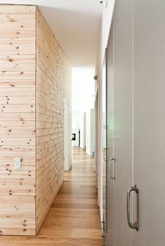 Image 10 of 23 from gallery of House in the Woods / Claim. Photograph by claim and G. Style At Home, Houses In Germany, Prefab, House In The Woods, Home Design, Neutral Colors, Interior Architecture, Tiny House, Small Spaces